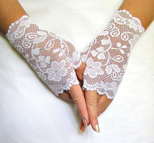 Перчатки из кружева