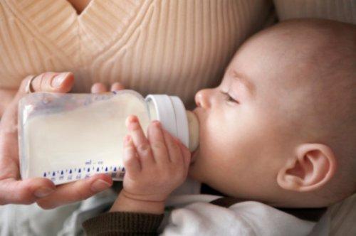 Кормление грудью из бутылочки