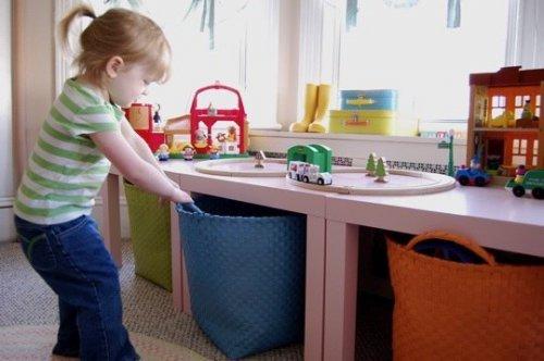 Учим ребенка убираться