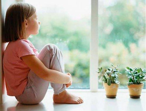 Ребенок боится находиться дома один!