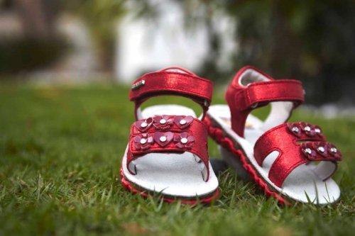 Стильная и удобная обувь для детей