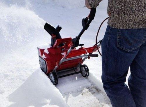 Электрические снегоуборщики: особенности и преимущества