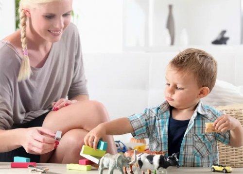 Няня для ребенка: все за и против