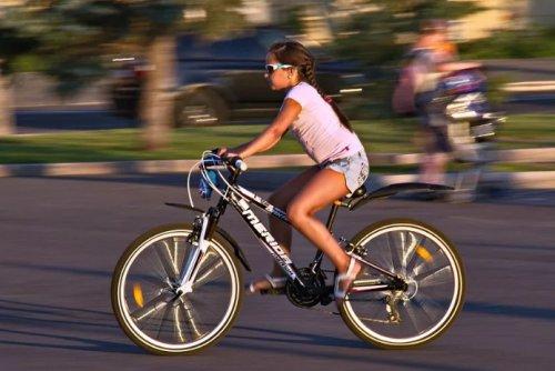 Девочка на велосипеде