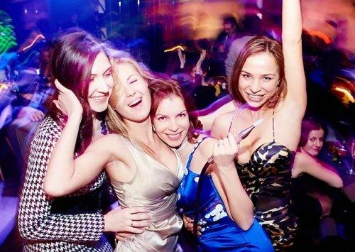Стоит ли отпускать свою девушку с подругами в ночной клуб?