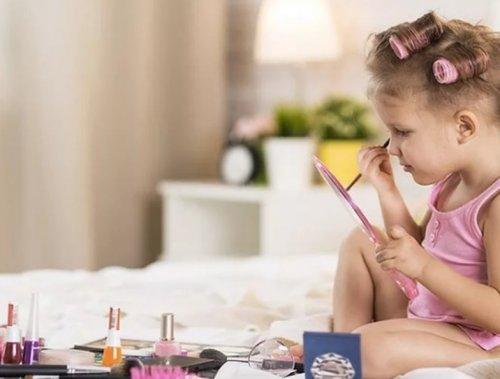 Детская косметика – стоит ли разрешать детям краситься?