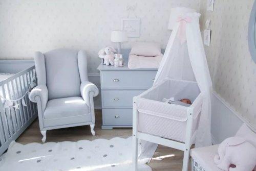 Как выбрать практичную кроватку для новорожденного: ключевые моменты