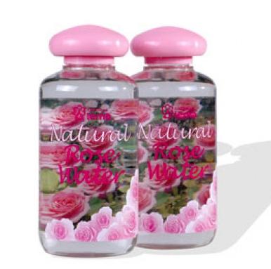 О пользе розовой воды для кожи