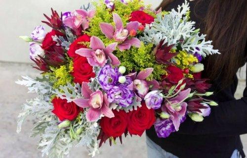 Праздничная доставка цветов в Ивано-Франковске – что подарить на новогодние праздники