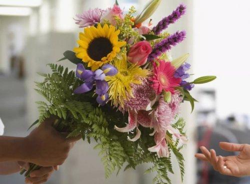 Яркая доставка цветов в Днепре как неотъемлемая часть любого праздника